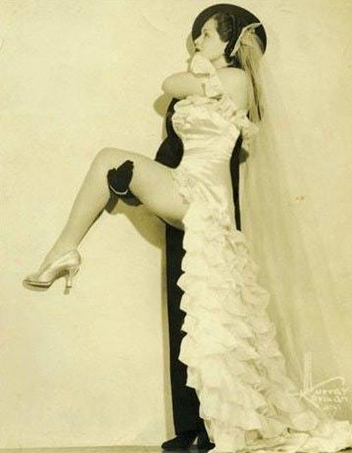 The Truth Behind Zorita's Famous Half And Half Routine (2 pics)