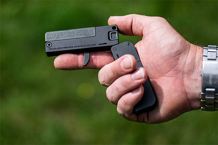 The LifeCard Is A Tiny Gun That Packs A Punch (4 pics)