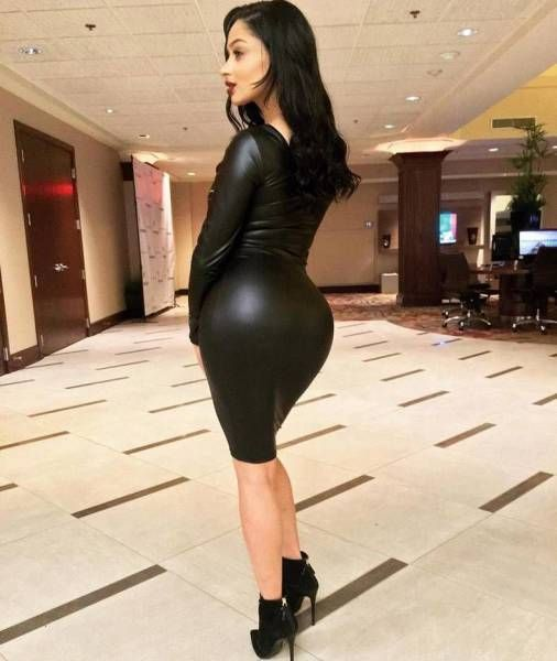 These Tight Dresses Will Instantly Take Your Breath Away (40 pics)