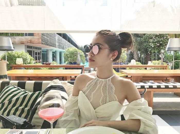 Billionaire Heiress And CEO Chryseis Tan Has A Fabulous Life (18 pics)