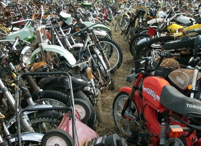 Bikes Are Collecting Rust In This Motorcycle Cemetery (13 pics)