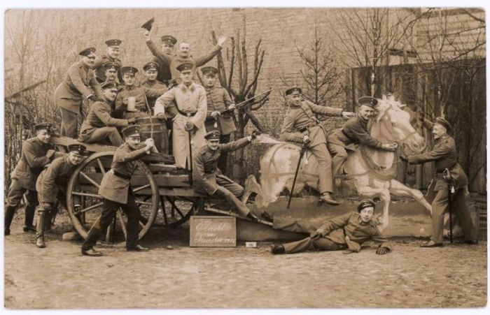 Fun Army Photos Taken Between 1912 And 1945 (24 pics)