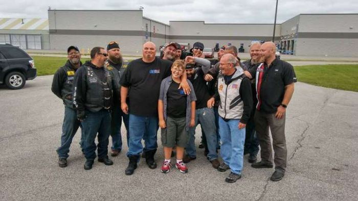 Kid Gets Escorted To School By 50 Bikers (6 pics)