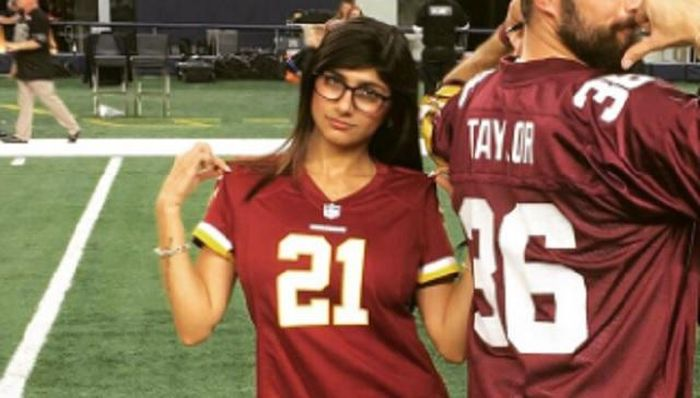 Mia Khalifa Gets Burned On Twitter After Trying To Troll Cowboys Fans (9 pics)