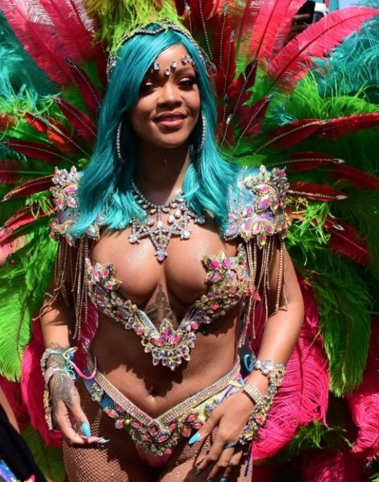 Rihanna Reminds Us How Sexy She Is With These Hot New Pics (7 pics)