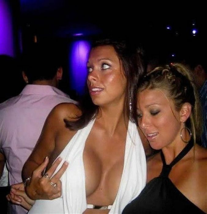When Busty Girls Just Can't Be Ignored (32 pics)