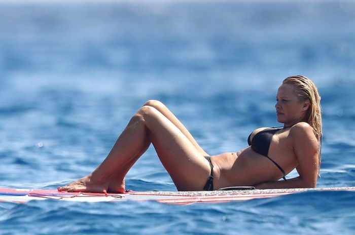 Pamela Anderson Still Looks Amazing In A Bikini (14 pics)