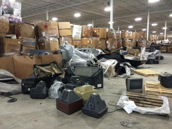 Television Graveyards In America (4 pics)