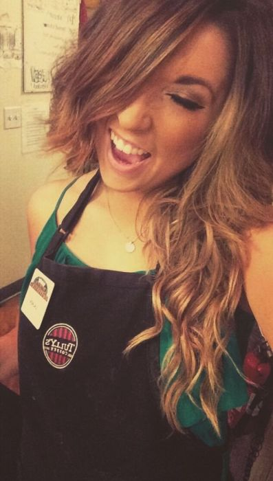 When Hot Girls Get Bored At Work They Start Taking Selfies (35 pics)