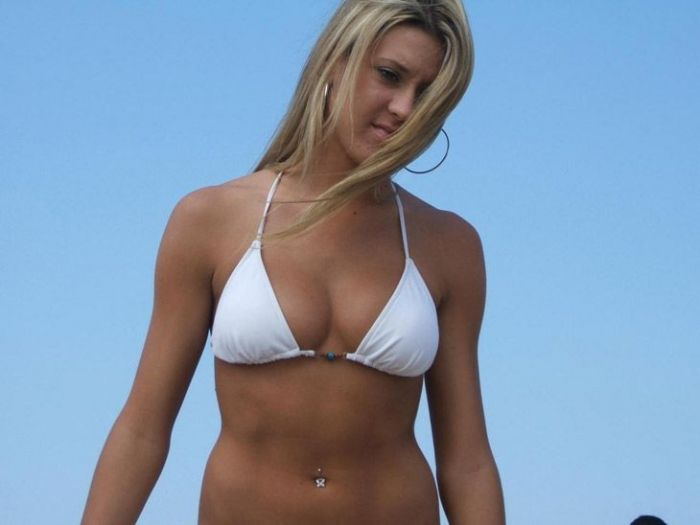 Girls In Bikinis Make The World A Great Place (41 pics)