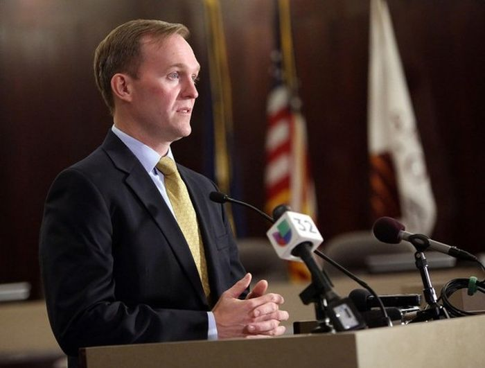 Mayor Ben McAdams Pretends To Be A Homeless Person (4 pics)