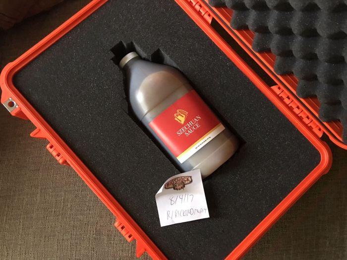 Rare Bottle Of McDonald's Szechuan Sauce Sells For Big Money On Ebay (5 pics)