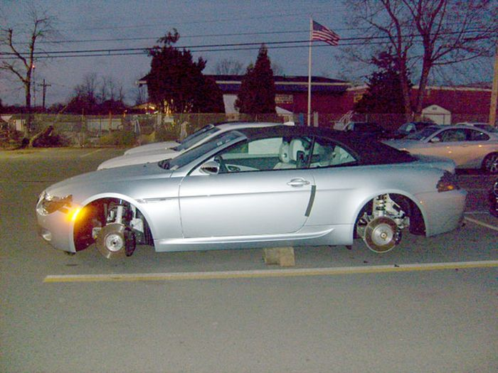 Cars On Bricks That Are Almost Painful To Look At (23 pics)