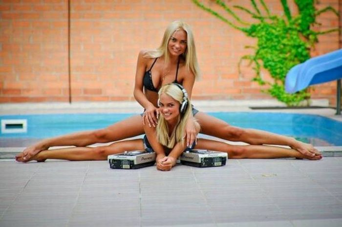 Just Some Amazing Pictures Of Sexy Girls Stretching (46 pics)