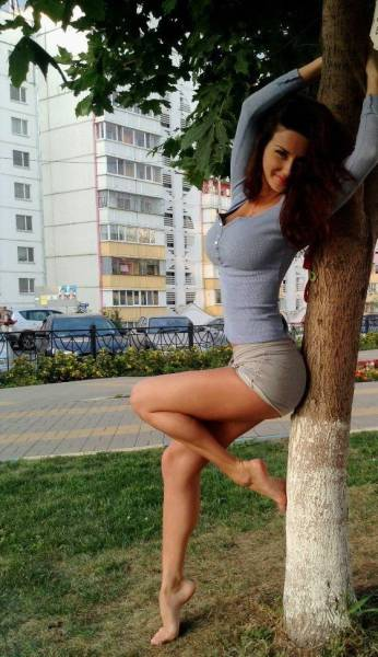 These Sexy Ladies Have Legs That Go On For Days (37 pics)