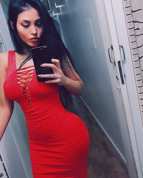 Pics Of Gorgeous Girls In Tight Dresses That Will Excite Your Eyes (52 pics)
