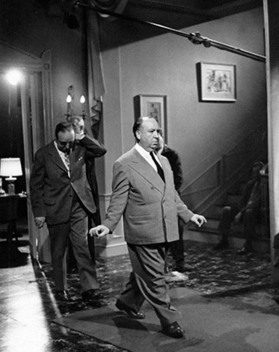 Awesome Behind The Scenes Shots From Alfred Hitchcock Sets (24 pics)