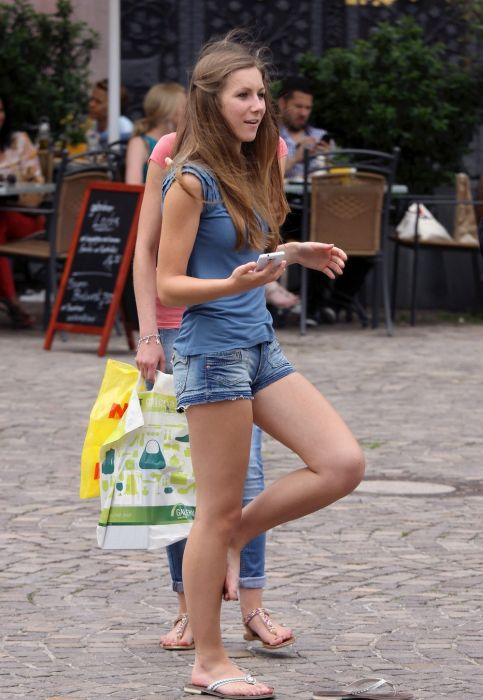 Everyday Girls On The Street (31 pics)