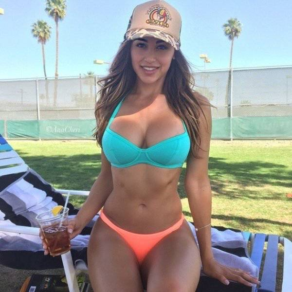 Hot Girls With Even Hotter Hip Bones (35 pics)