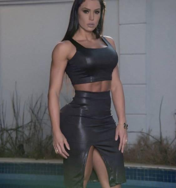 Hot Girls With Even Hotter Hip Bones (35 pics)