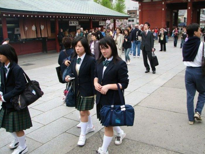 Only in Japan Would You See These Things In Public (52 pics)