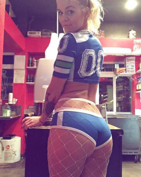 Lilly Really Wants To Become The Hottest Barista In The World (18 pics)