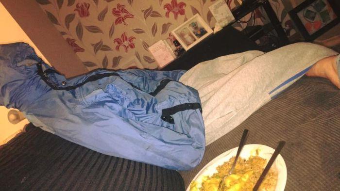 Girl Creates Fake Pillow Men To Get Revenge On Spying Ex-Boyfriend (5 pics)