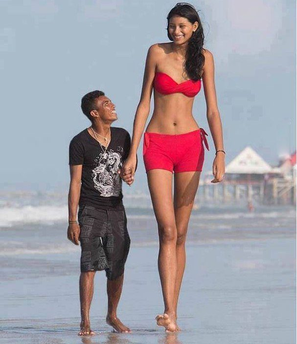 Tall People Live Interesting Lives (23 pics)