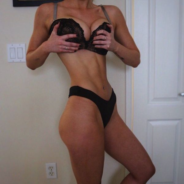 A Beautiful Girl With Abs Is A Magical Sight (36 pics)