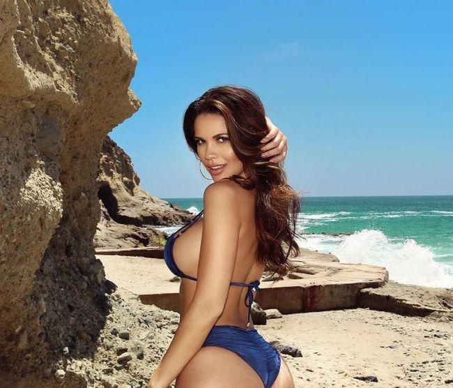 Meet The Gorgeous Ring Girls For The Mayweather vs. McGregor Fight (23 pics)