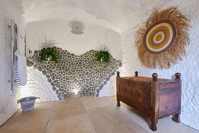 This Modern Cave Is Like A Dream Come True (7 pics)