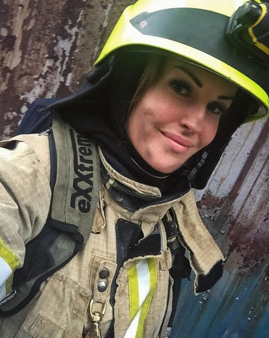See Why This Woman Was Dubbed The World's Sexiest Firefighter (7 pics)