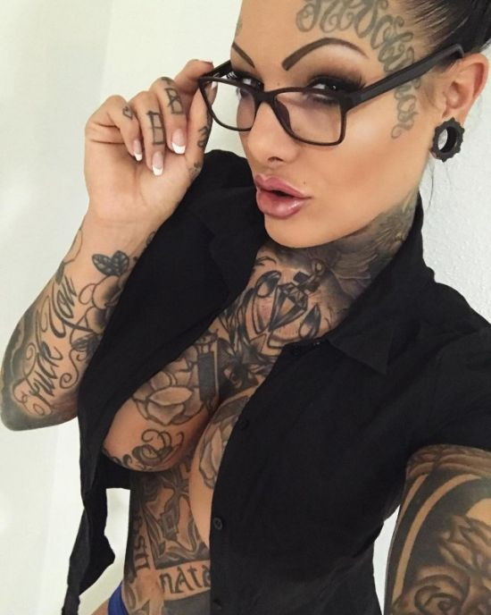 If You Like Tattoos You're Going To Love This Model (11 pics)