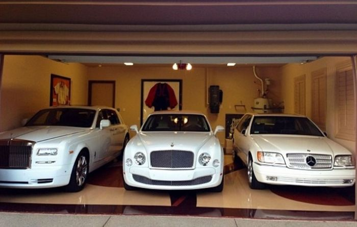 A Look Inside Floyd Mayweather's Massive Las Vegas Mansion (26 pics)