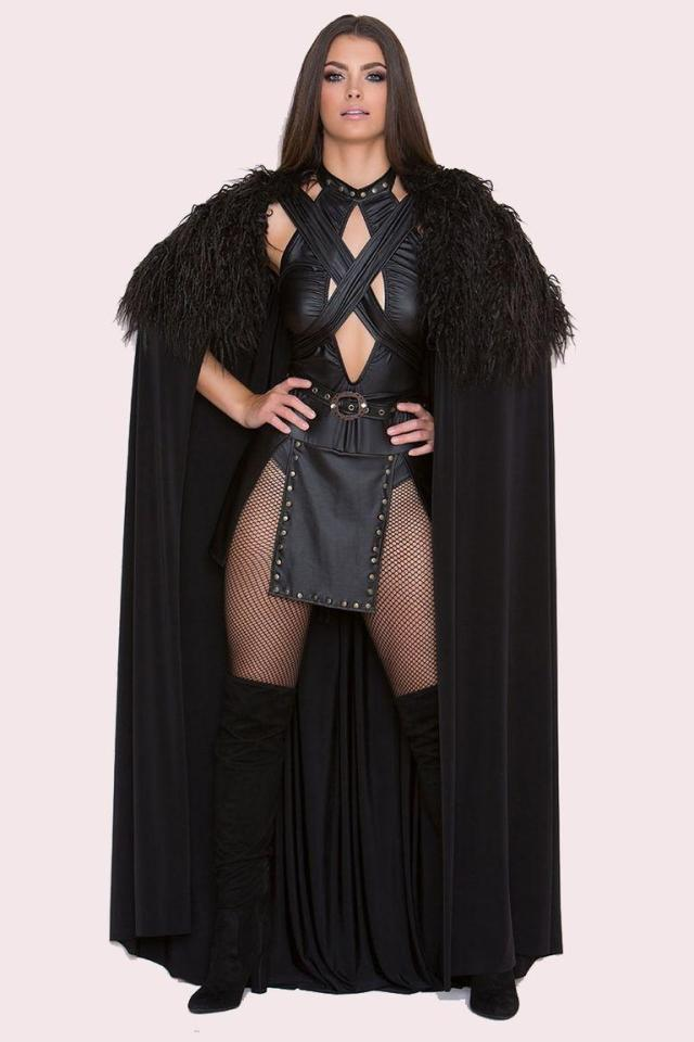 Game Of Thrones Fans Can't Get Enough Of This Sexy Jon Snow Costume (4 pics)