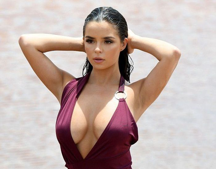 Demi Rose Reminded Her 5 Million Followers Why They Love Her (8 pics)