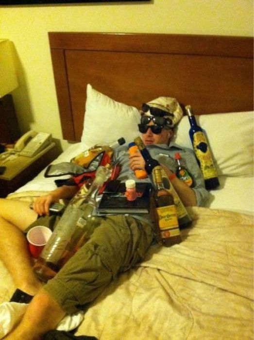 When Drunk Drinking Goes Too Far (32 pics)
