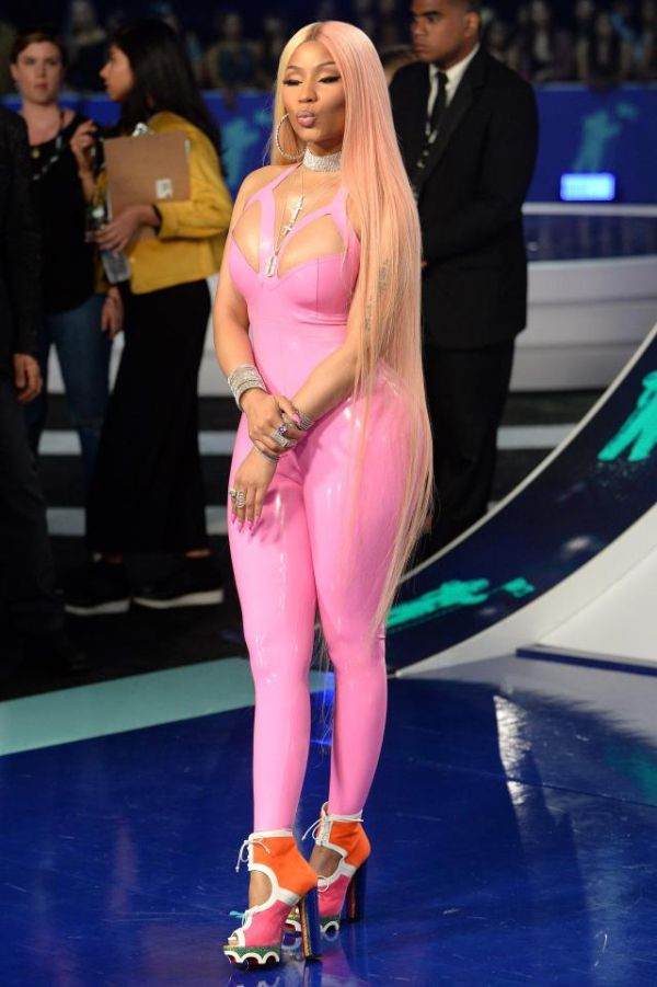 Nicki Minaj Suffers Fashion Fail After Wearing Latex Suit To The VMAs (9 pics)