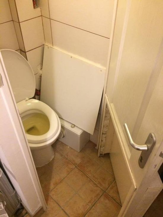 The Most Uncomfortable Bathroom Ever (3 pics)