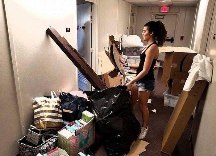 Students Transform Dorm Room Into Luxury Suite (5 pics)