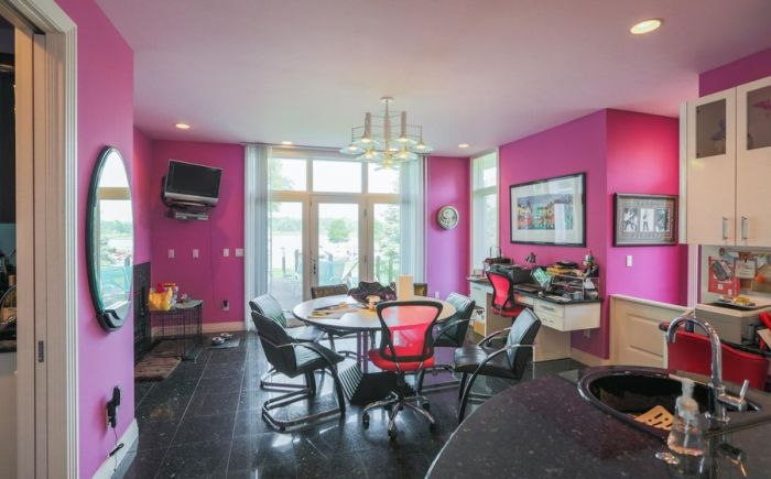 The Inside Of This 90's Themed Mansion Is Like A Time Capsule (35 pics)