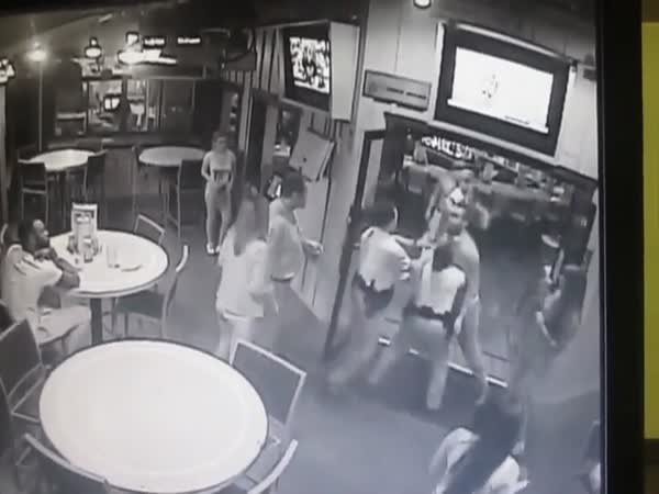 Hooters Manager Helps Cops Take Down A Big Angry Drunk Dude