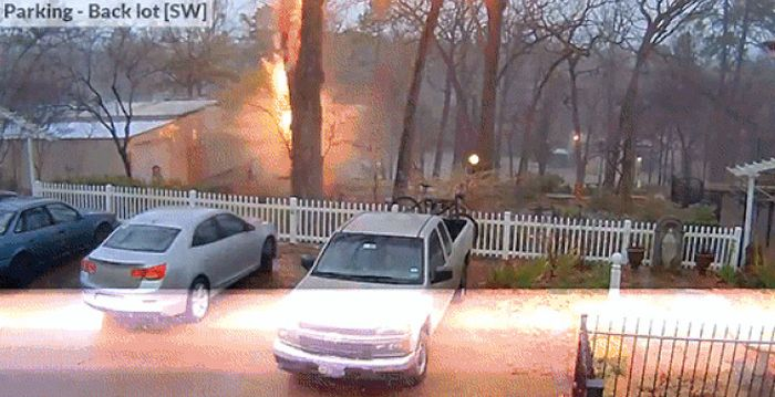 When Lightning Strikes It's Terrifying But Incredible (18 gifs)