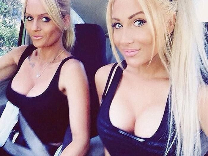 You Probably Can't Tell Who's The Mom And Who's The Daughter (15 pics)