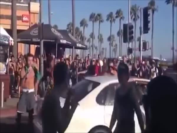 Bully Gets Beat Up For Picking Up A Fight With The Wrong Person