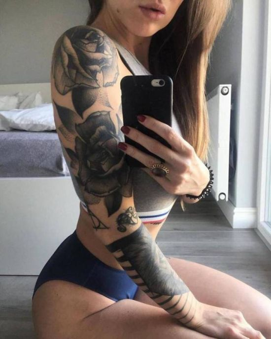 Girls With Tattoos (26 pics)