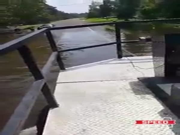"Cop Yells at This Man Helping Harvey Flood Victims and Says ""We Have Had Enough"""