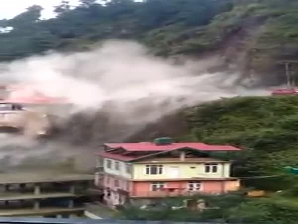 Massive Landslide On Chandigarh-Shimla National Highway