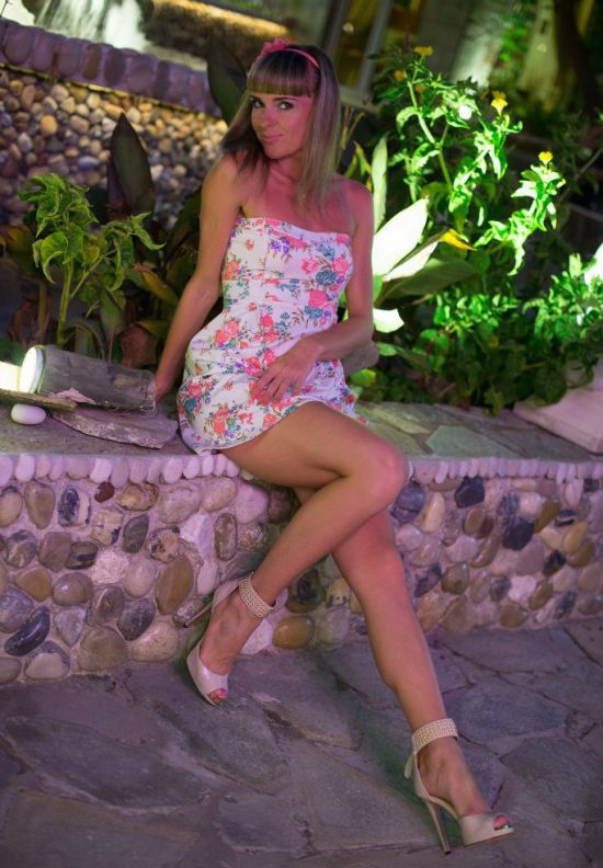 Hot Girls With Beautiful Long Legs 40 Pics-9129