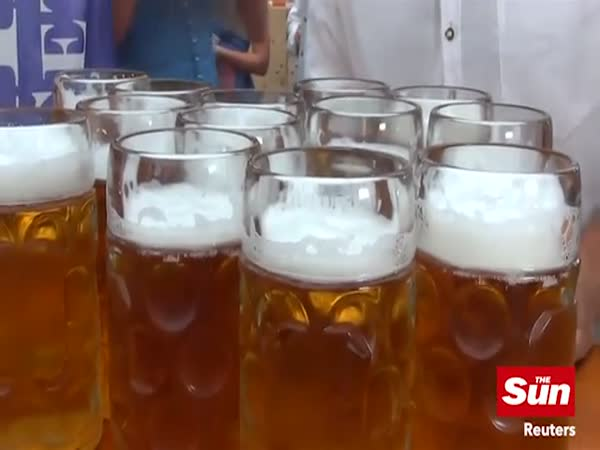 German Waiter Smashes World Beer Carrying Record